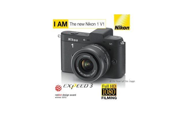 Nikon 1 V1 Systemkamera mit 10-30mm Objektiv